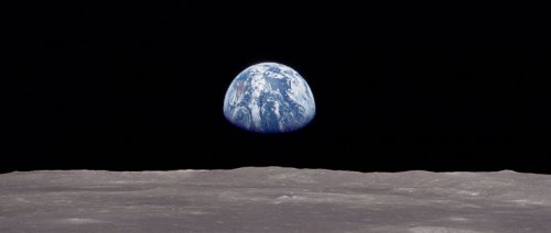 Earthrise: a view of the earth from the moon NASA photo