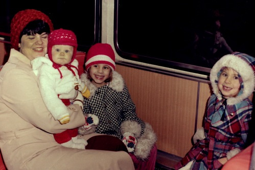 The Matteson clan in Budapest 1978, (left to right) Anya Carolyn, kicsi (little) Peter, lánya Lisa (6), and nővére Carrie (almost 7) Photo credit: Sam Matteson